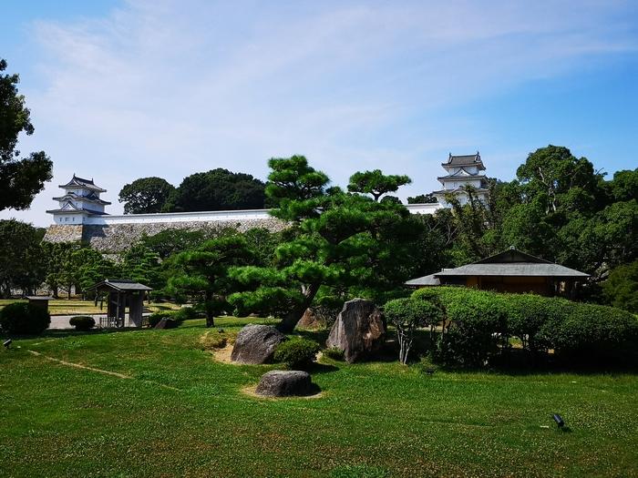 武蔵の庭園から見た明石城