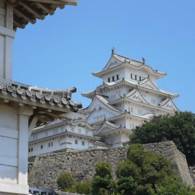 菱の門のから見た姫路城天守