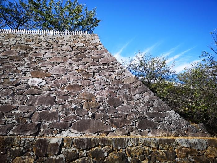天守曲輪の石垣(1)