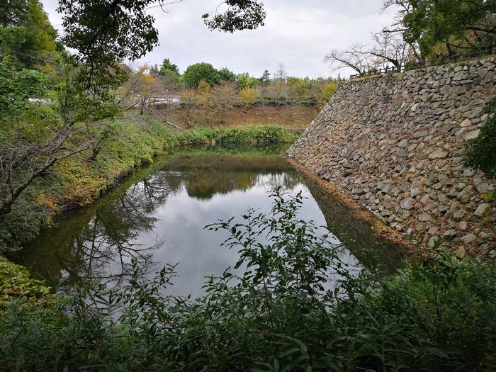 石垣と水掘
