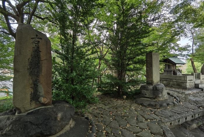 織田信長を祀る社と石碑