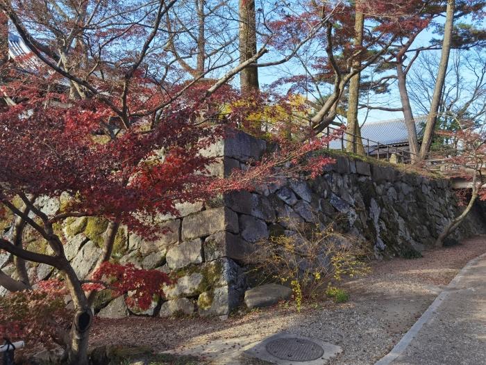 万祥池の石垣